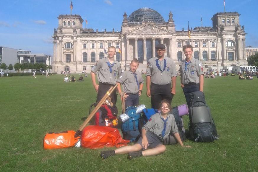 Gruppenbild SoFa 19 vor Bundestag